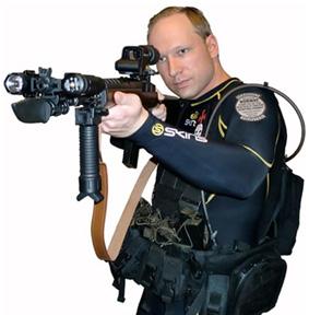 Anders Behring Breivik : le meurtrier norvégien en position de tir avec un fusil d'assaut