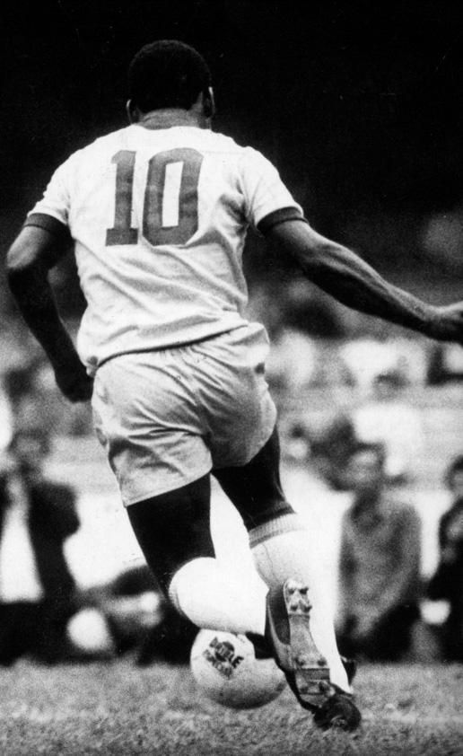Football: Pelé sur Twitter