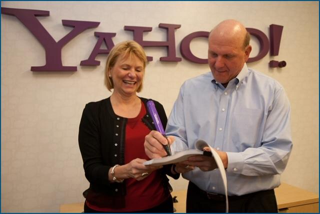 Carol Bartz et Steve Ballmer signent l'accord de partenariat