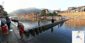 Total View de Baidu: photo d'un pont qui traverse une rivière.